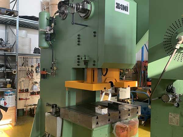 tranciatura-componenti-meccanici-con-pressa-a-c